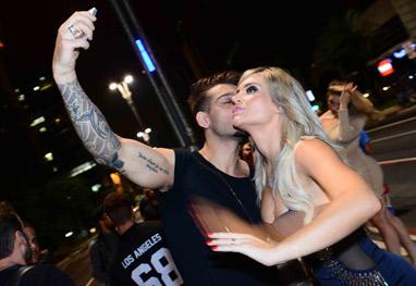 Lucas Lucco beija modelo após gravação de clipe - Ag News