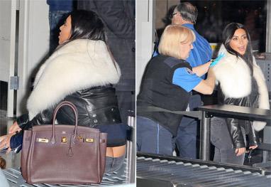 Kim Kardashian paga cofrinho em aeroporto de Los Angeles - Grosby Group