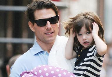Tom Cruise perde contato com a  filha Suri - Grosby Group