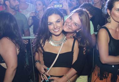 Isis Valverde leva a mãe à baile funk para dançar ao som de Anitta - Reginaldo Teixeira/Divulgação