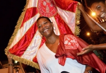 Queen Latifah vai a ensaio do Salgueiro e cai no samba -