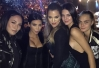 Kim Kardashian curte show de Sam Smith com as irmãs -