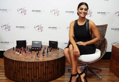 Juliana Paes dá show de elegância ao lançar sua linha de esmaltes em São Paulo - Manuela Scarpa/Photo Rio News