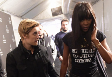 Justin Bieber é visto de mãos dadas com Naomi Campbell - Getty Images