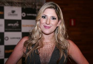 Dani Calabresa vai à pré estreia de Superpai   uncategorized