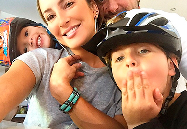 Claudia Leitte se declara para a família em selfie: 'Só para falar de amor' - Reprodução/Instagram