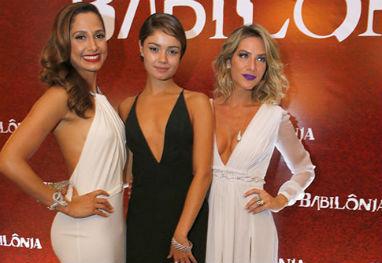 Sophie Charlotte, Camila Pitanga e Gio Ewbank arrasam na festa de Babilônia - Felipe Panfili e Alex Palarea / AgNews