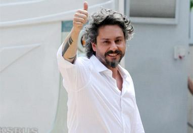 Alexandre Nero terá que deixar de usar roupa preta - Foto Rio News