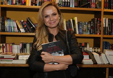Eliana marca presença em lançamento da biografia de Elis Regina - Ag News