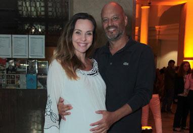 Grávida, Flávia Monteiro exibe barriguinha durante passeio com o marido - Marcello Sá Barretto/AgNews