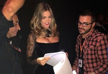 Fernanda Lima arrasa com vestido decotado no Superstar -