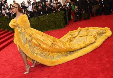 Rihanna ousa demais em vestido e vira motivo de piada - Getty Images