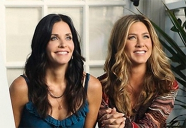 Courteney Cox defende Jennifer Aniston sobre novos boatos