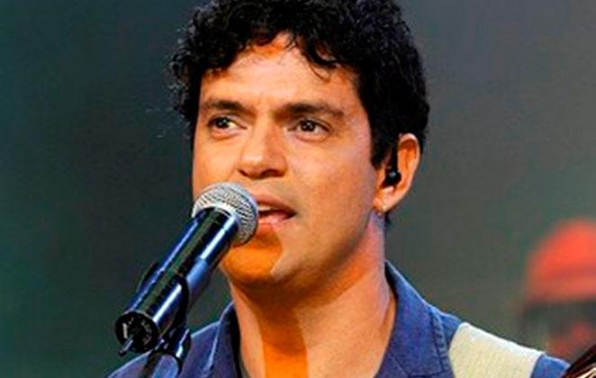 Jorge Vercillo faz serenata no Projeto TAMAR