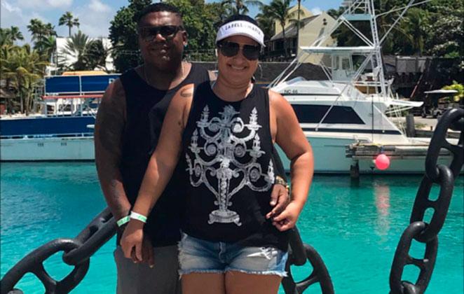 MC Marcinho curte férias no Caribe