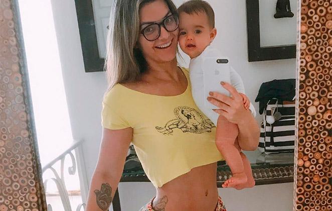 Kelly Key mostra cintura fininha 5 meses após dar à luz