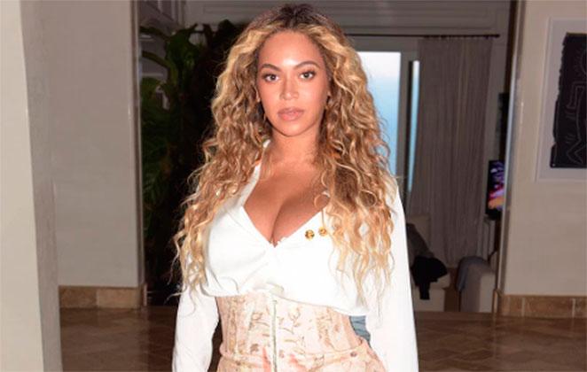 Beyoncé reaparece impressionante um mês após dar a luz