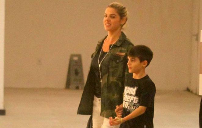 Mari Alexandre tira o dia para passear com o filho Záion