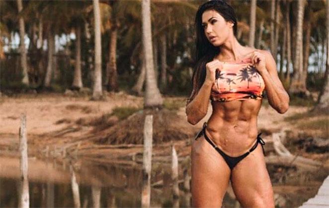 Gracyanne Barbosa exibe seus músculos em foto de biquíni