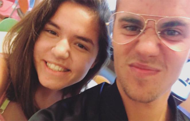 Justin Bieber faz a alegria dos fãs em hospital infantil
