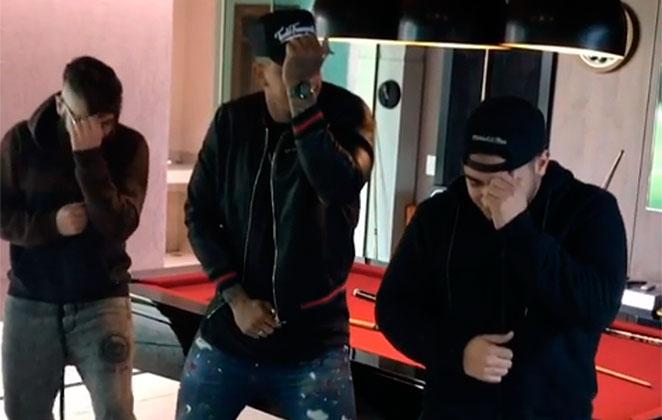 Léo Santana ensina coreografia para Henrique e Juliano