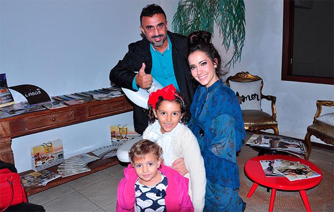 Com a filha, Maytê Piragibe curte festa de revista