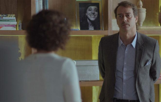 Hoje em Malhação: Edgar pede para voltar a morar com Marta