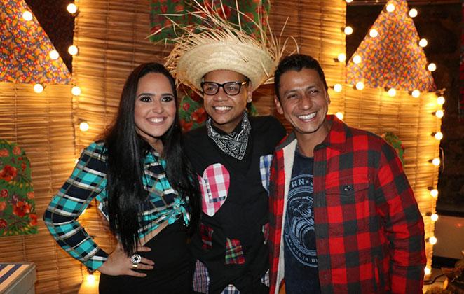 Na volta ao funk, Perlla canta com Mc Duduzinho e Leozinho