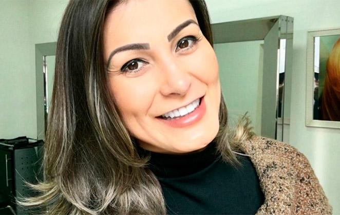 Andressa Urach aposta em loiro acinzentado
