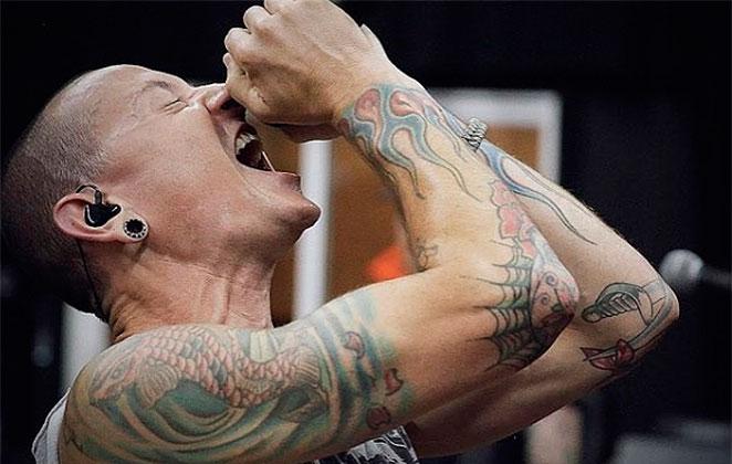 Famosos lamentam a morte de vocalista do Linkin Park na web