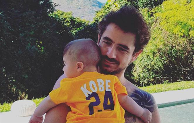 Felipe Andreolli celebra dia do amigo com o filho