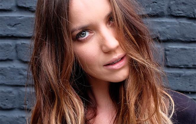 Nathalia Dill muda o visual e fica loira