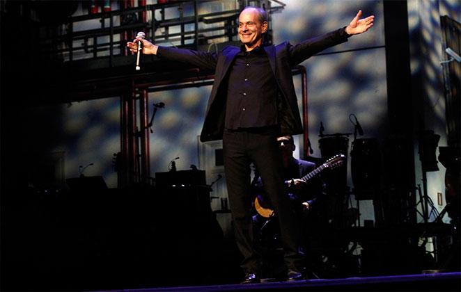 Ney Matogrosso é reverenciado em noite de premiação, no Rio