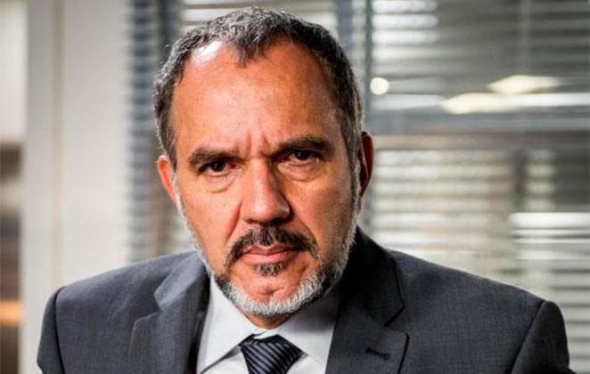 Humberto Martins de terno