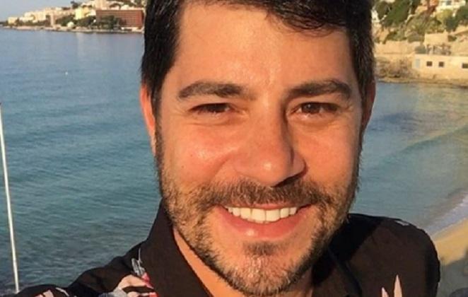 Evaristo Costa sorrindo