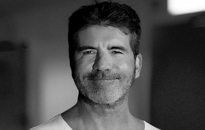 Simon Cowell em um retrato, em preto e branco