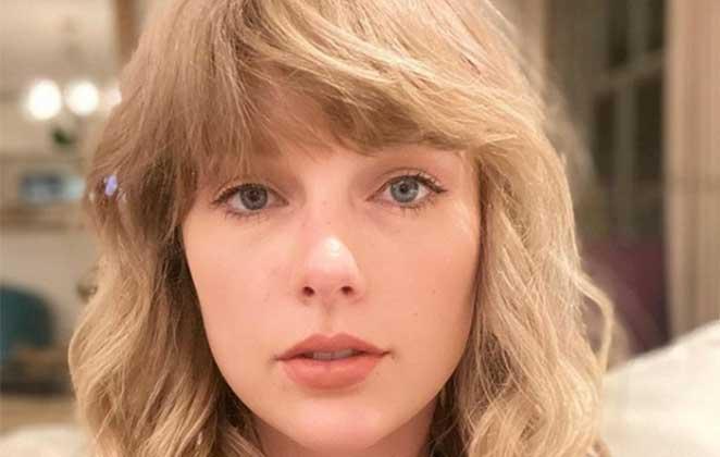Close de Taylor Swfit sem maquiagem