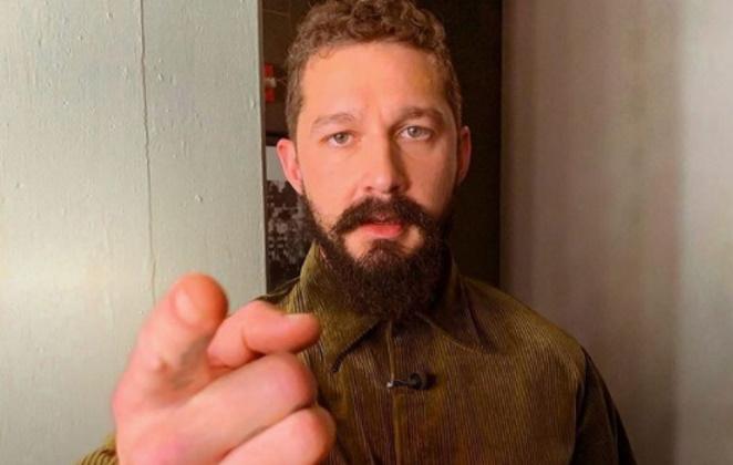 Shia LaBeouf apontando o dedo