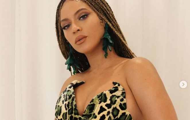 Beyoncé de roupa de oncinha