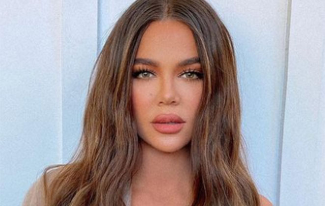 Khloe Kardashian de cabelo solto