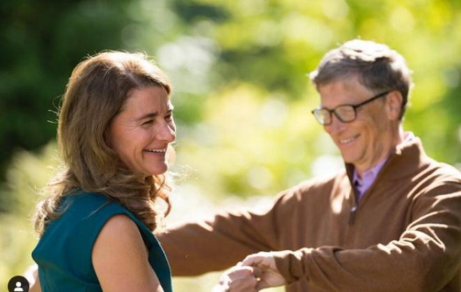 Melinda e Bill Gates sorrindo