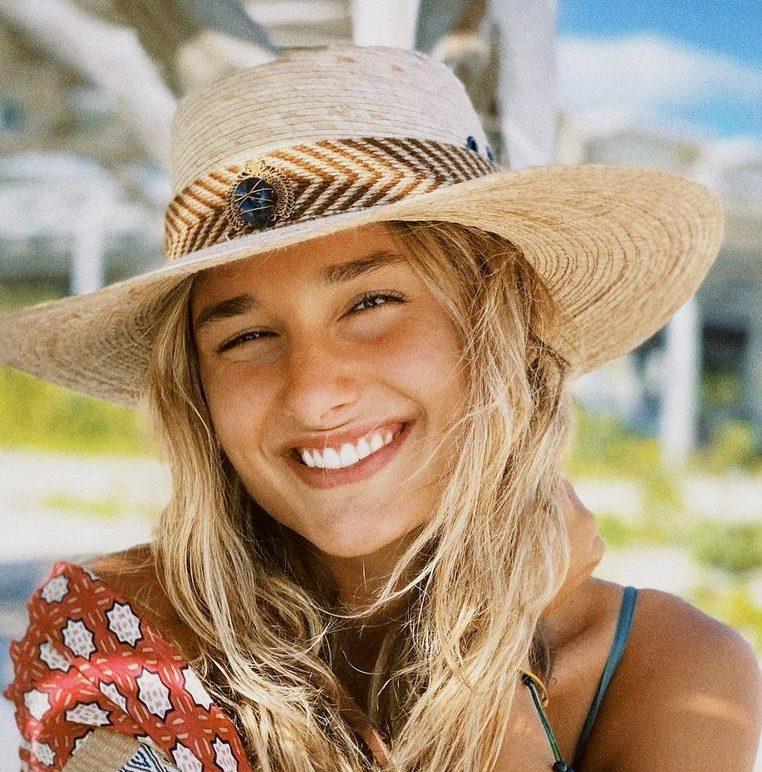 Sasha Meneghel sorrindo