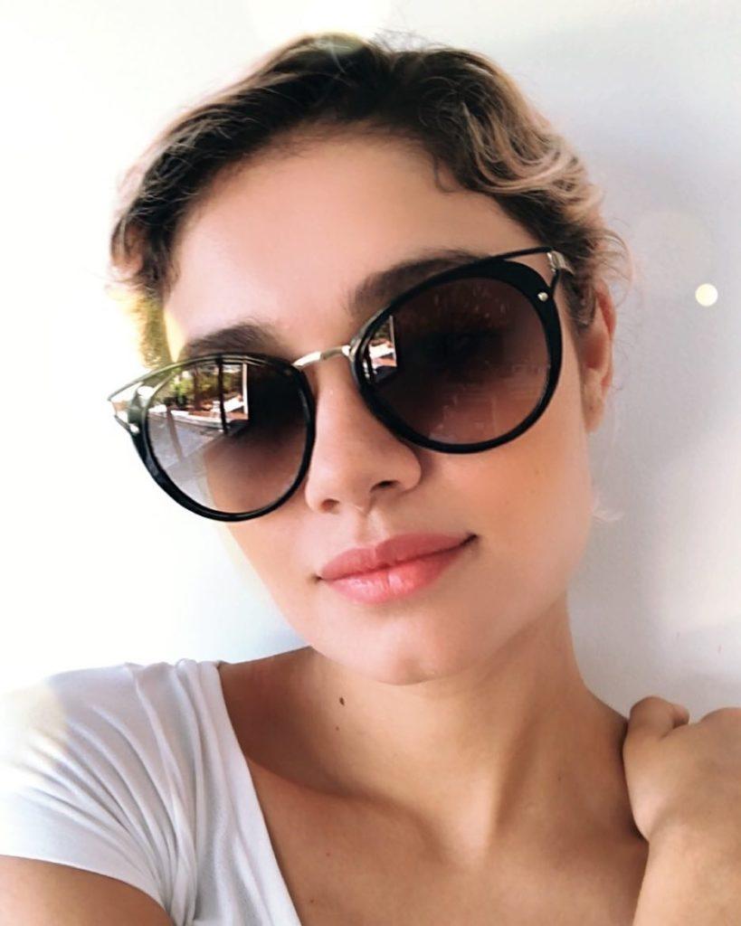 Sophie Charlotte de óculos