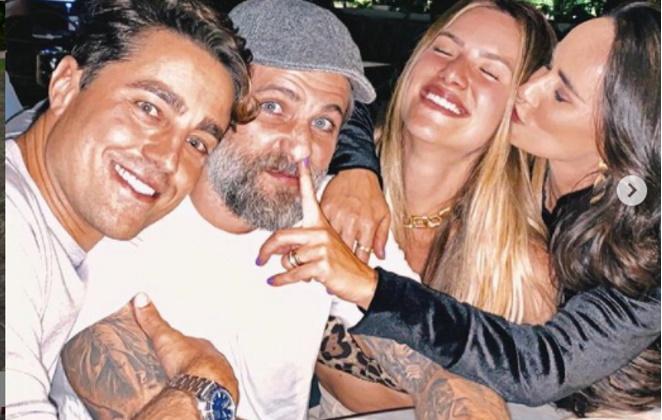 Ricardo Pereira Bruno Gagliasso Giovanna Ewbank e Francisca em restaurante