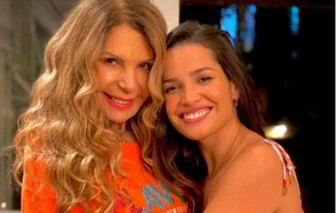 Elba Ramalho abraçada com Juliette