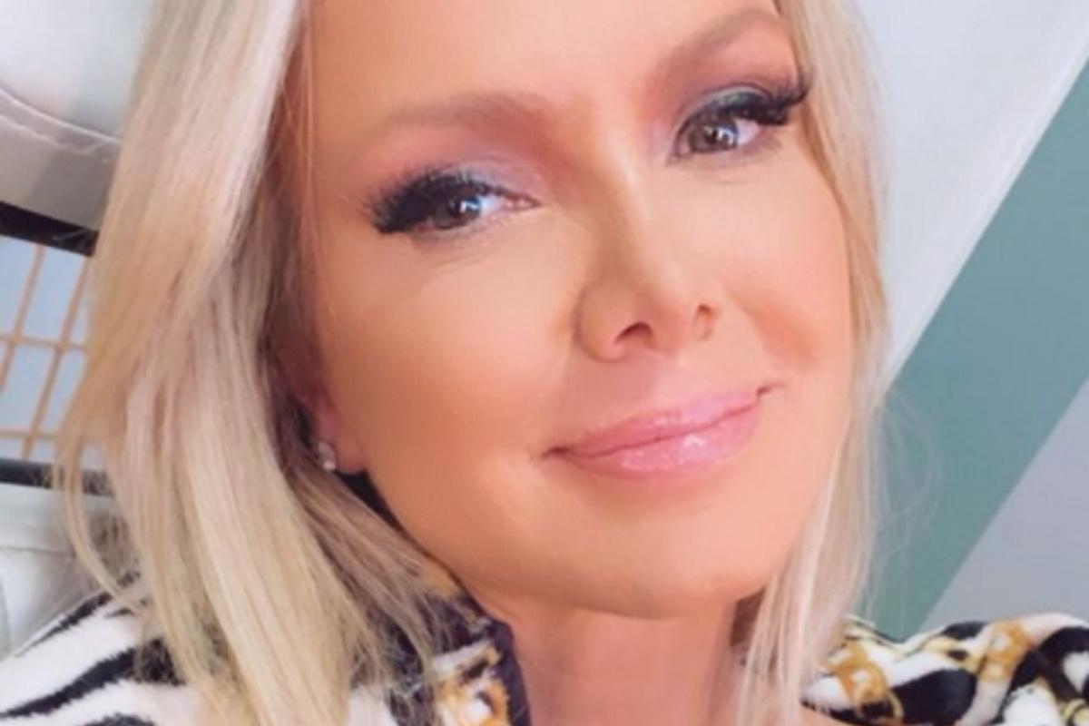 Eliana maquiada