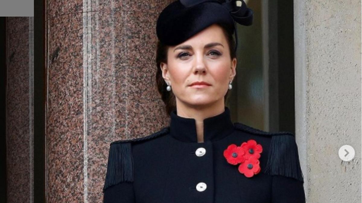 Kate Middleton de blaser azul