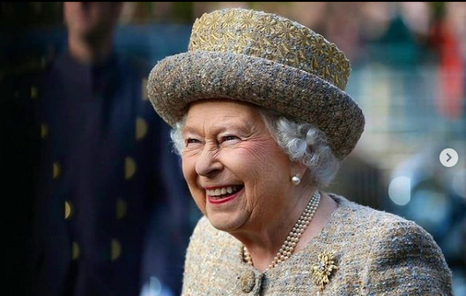 Rainha Elizabeth sorrindo