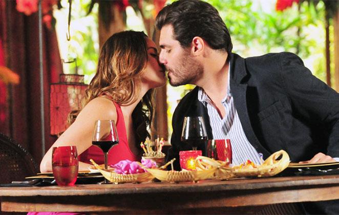 Ana e Lúcio se beijam