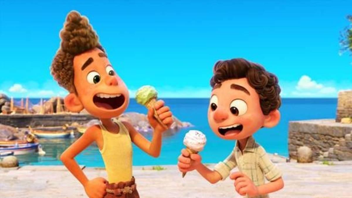 cena do filme luca com alberto e luca tomando sorvete